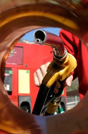 Entenda a diferença entre gasolina comum e aditivada