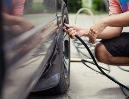 como calibrar o pneu do carro