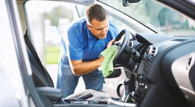 eliminar odores no interior do carro
