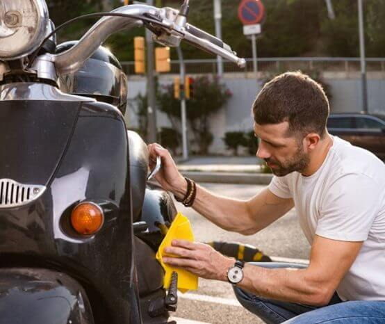 As melhores dicas de limpeza para quem tem moto