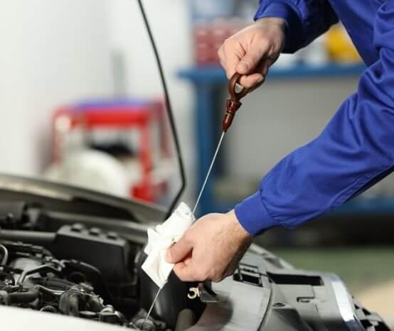 Como ter segurança na hora de trocar o óleo do carro?